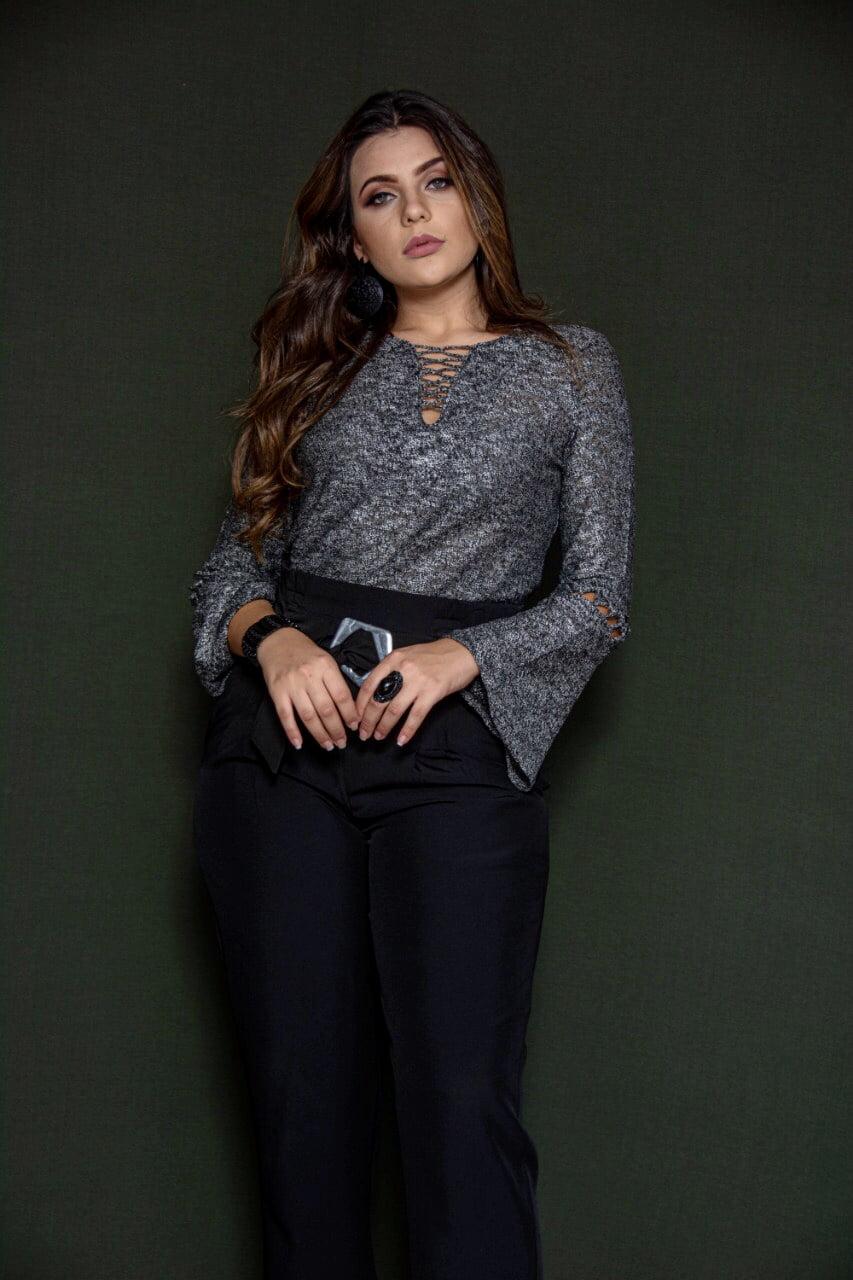 Blusa Dezzafio confecçionada no fio flame,com mangas flare que da toda uma elegançia no look,e calça pantacourt tecido two way (plano) bem versatil do básico ao sofisticado